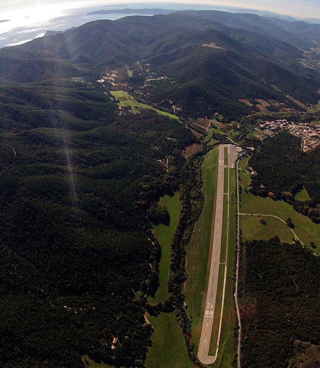 Saint Tropez La Mole Avion compagnie aérienne Vol prive charter transfert Corse Italie Sardaigne Paris Espagne Courchevel Geneve